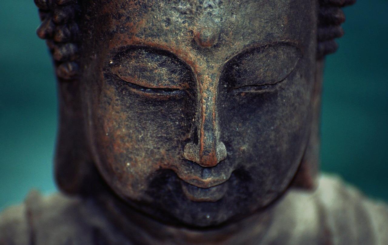 mantras indianos: estátua de buda