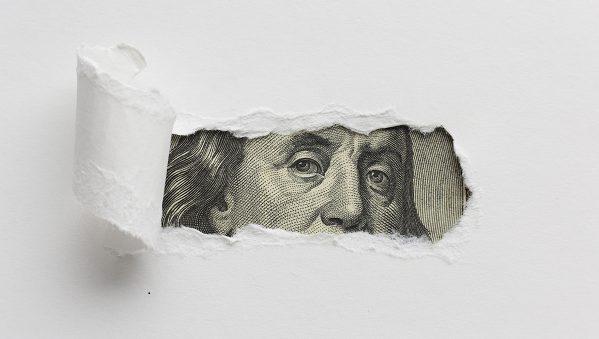 4 pensamentos ocultos que atraem dividas e afastam o dinheiro