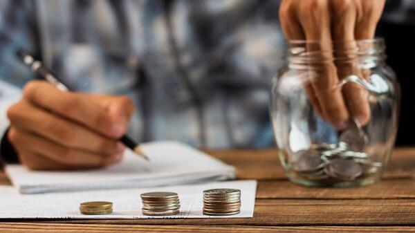 Como_economizar_dinheiro_passo_a_passo_contar_moeda