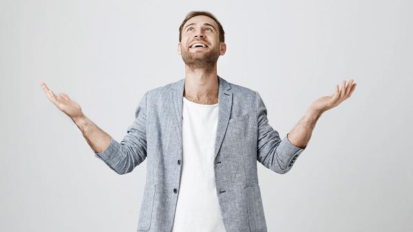 Como alcançar o milagre financeiro homem mãos pra cima