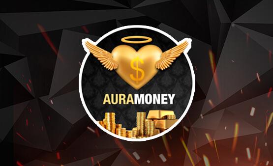 Aura Money anjo em formato de coração dourado sobre uma pilha de moedas.