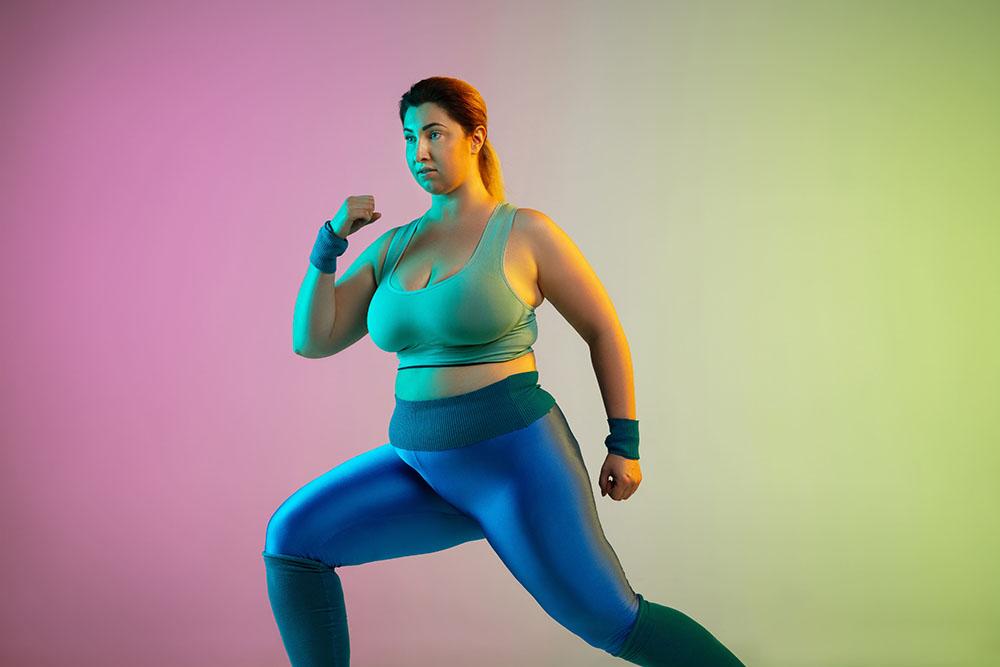 mulher acima do peso, com roupa de academia, querendo emagrecer - clube do peso perfeito.